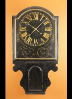 Very early 18 century 8-days English tavern clock with rectangular shield dial, ca, 1725-1735