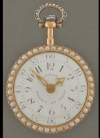 Gold enamelled case with pearls and diamonds, virgule-escapement, with original gold green enamelled chatelaine with pearl, key and lackstamp. Lépine number 2043. A similar watch withoud diamonds was given by Napoleon to Comtesse de la Bédoyère (collectie Chateaux de la Malmaison, see book 'Jean-Antoine Lépine, horloger 1720-1814' by Adolphe Chapiro). Diameter 38 mm. Box length 310 mm.